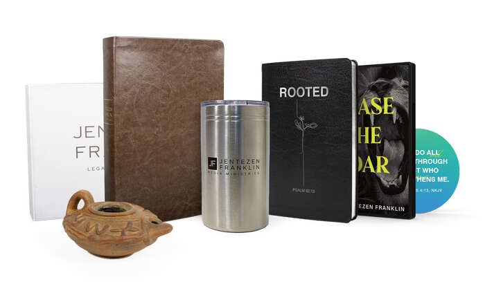 Chase the Roar Gift Set